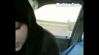 Horny Hindu Girl Gives A Blowjob In Car